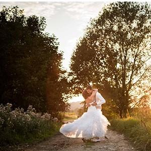 Bruidsfotograaf voor bruidsfotografie tijdens zonsondergang