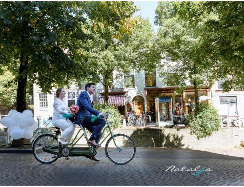 Trouwen in Delft – trouwen op de fiets, een snoepjestaart, patat eten, beer als ringdrager en een zwangere bruid | Minke & Sebastiaan