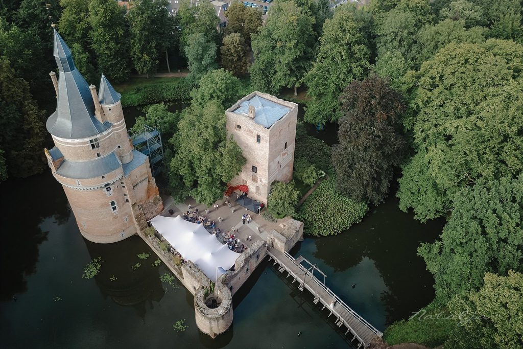 drone kasteel bruidsfoto